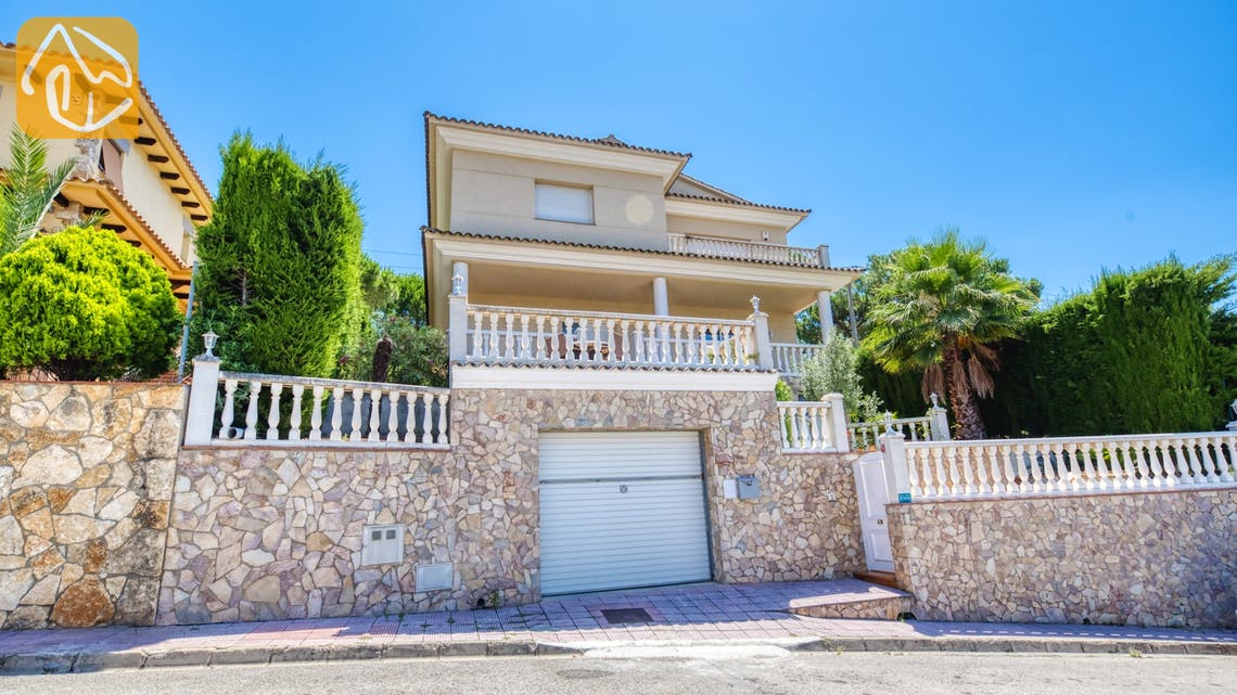 Holiday villas Costa Brava Spain - Villa Lorena - Street view arrival at property