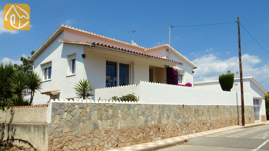 Holiday villas Costa Brava Spain - Villa Elfi - Street view arrival at property