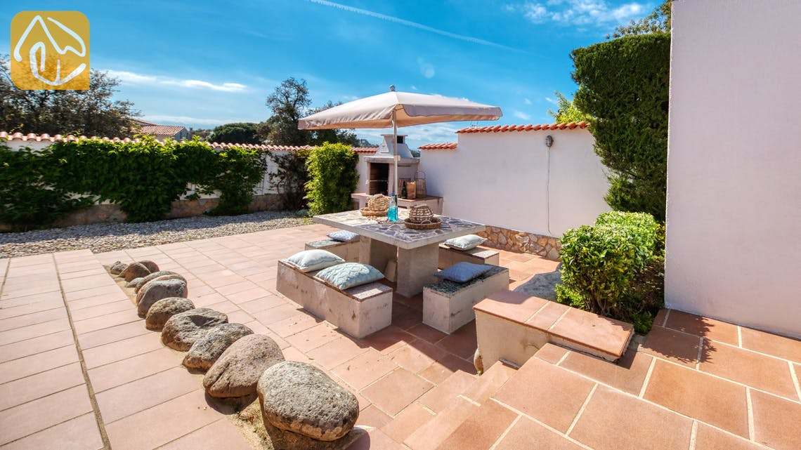 Holiday villas Costa Brava Spain - Villa Elfi - BBQ Area