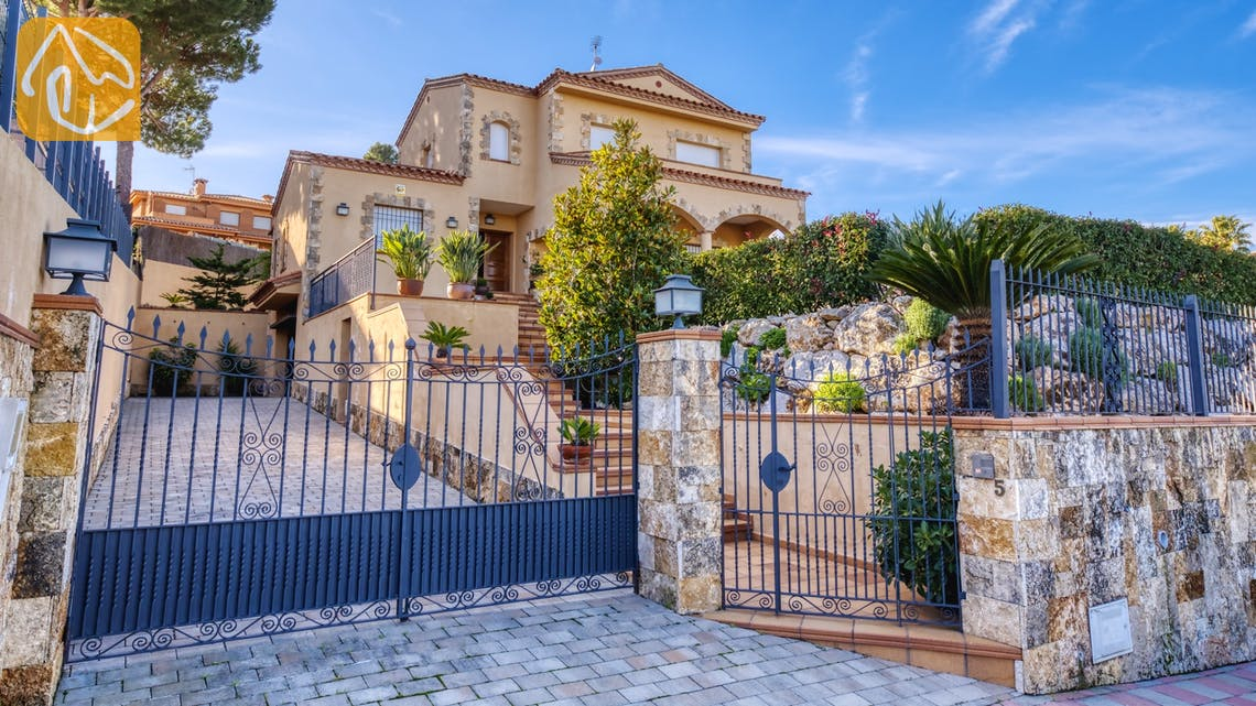 Ferienhäuser Costa Brava Spanien - Villa Picasso - Street view arrival at property