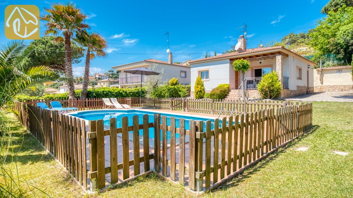 Holiday villas Costa Brava Spain - Villa Chantal - Swimming pool