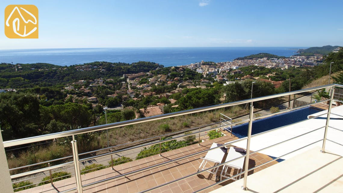 Holiday villas Costa Brava Spain - Villa Bella Vista - Swimming pool