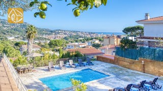 Holiday villas Costa Brava Spain - Villa Abigail - Swimming pool
