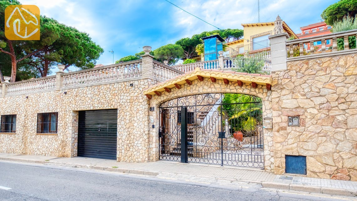 Holiday villas Costa Brava Spain - Villa Dolce Vita - Street view arrival at property