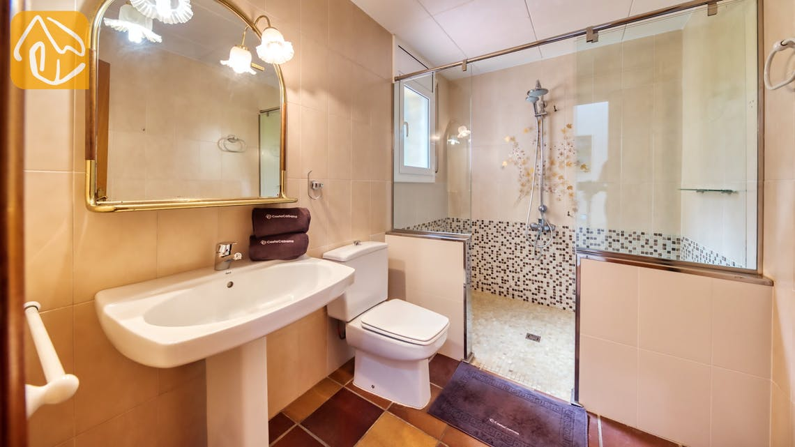 Holiday villas Costa Brava Spain - Villa Dolce Vita - En-suite bathroom