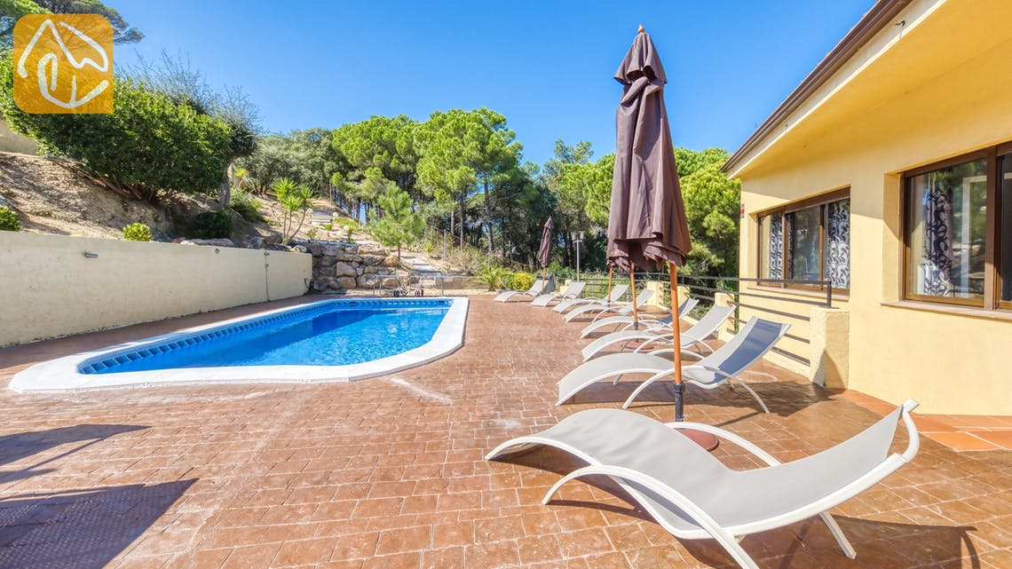 Holiday villas Costa Brava Spain - Villa Anastasia - Sunbeds