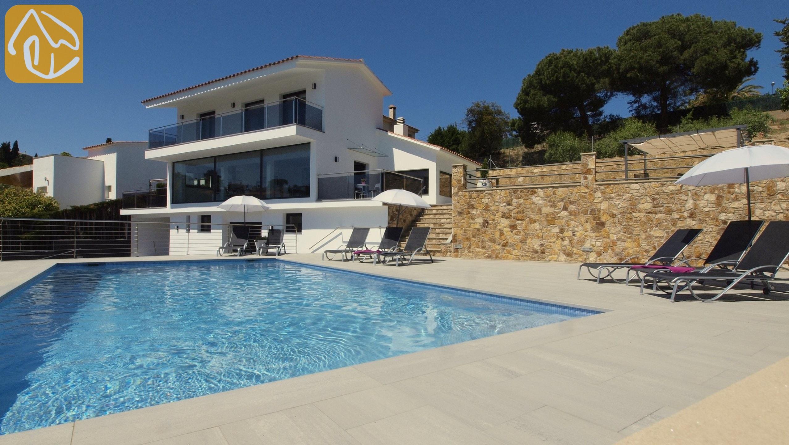 Holiday Villas Costa Brava Spain   Villa Summertime   Swimming Pool