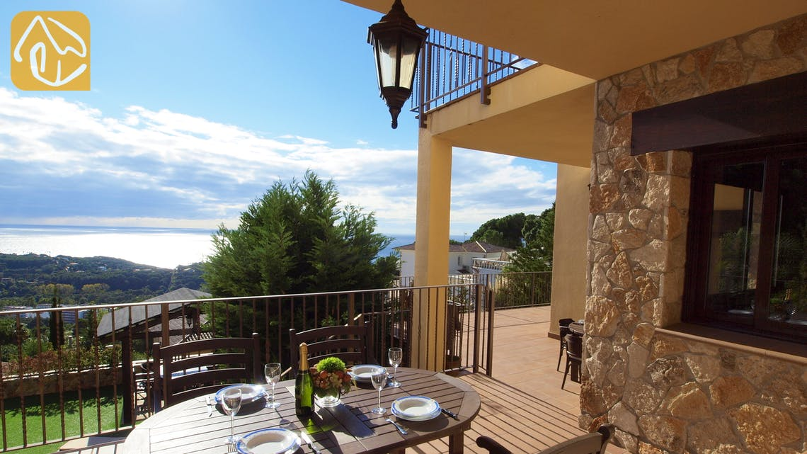 Holiday villas Costa Brava Spain - Villa Adora - Swimming pool