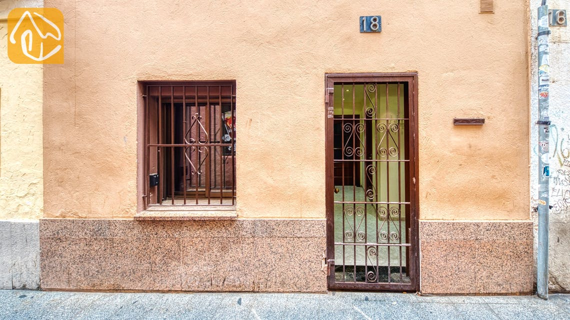 Ferienhäuser Costa Brava Spanien - Casa Fiesta - Street view arrival at property