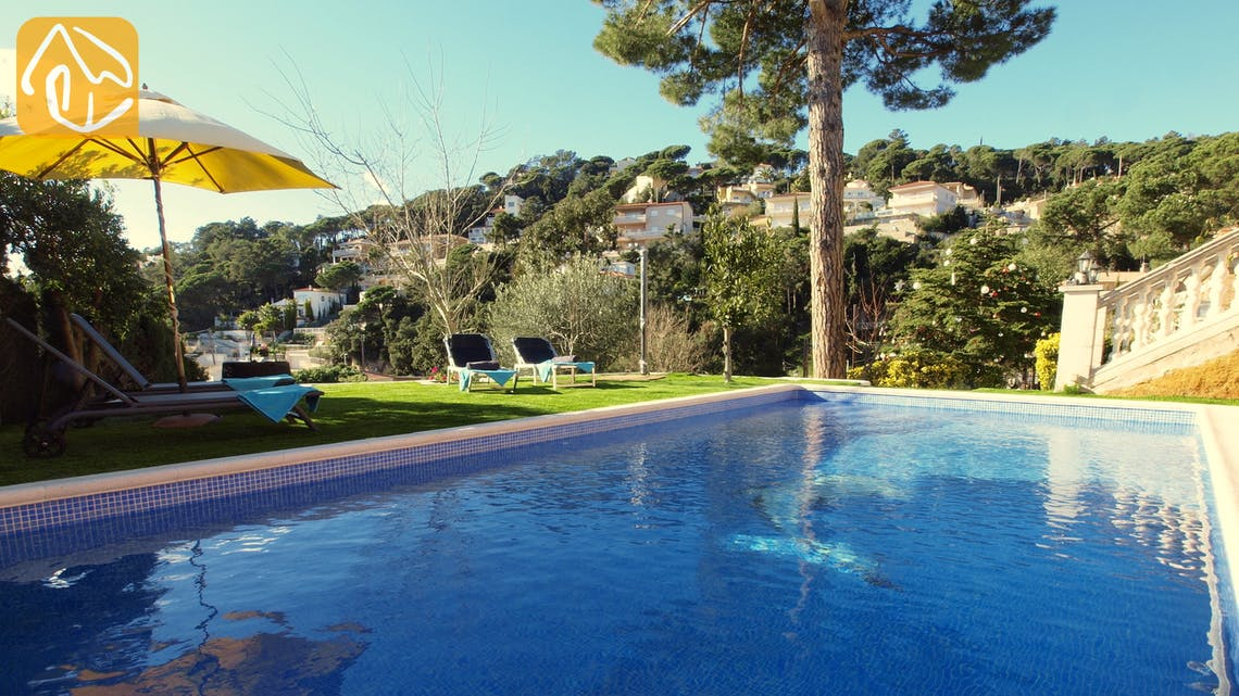 Holiday villas Costa Brava Spain - Casa Noa - Swimming pool