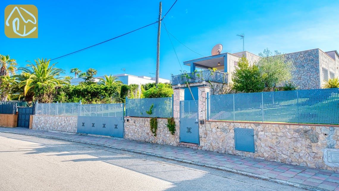 Holiday villas Costa Brava Spain - Villa Yara - Street view arrival at property