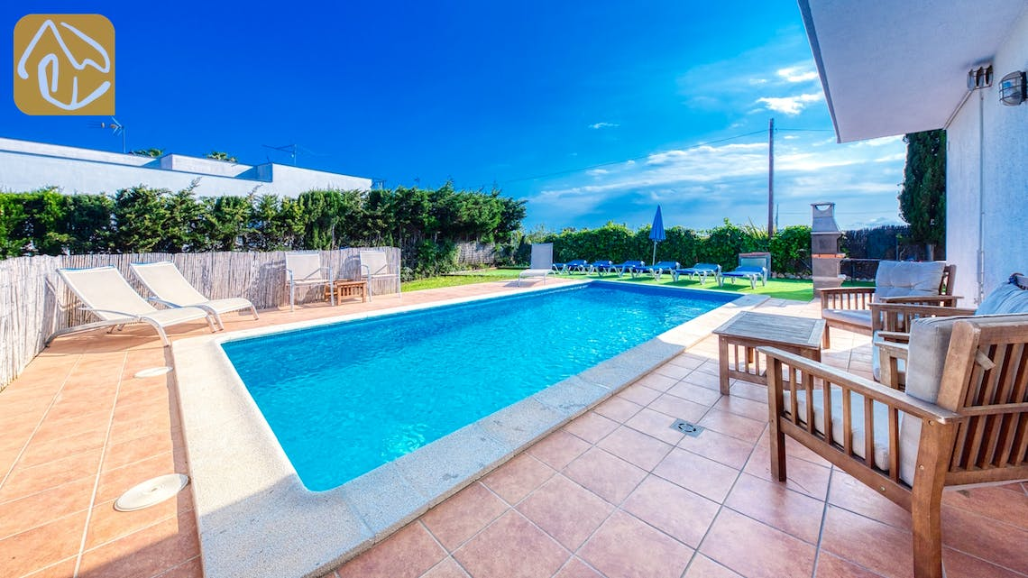 Holiday villas Costa Brava Spain - Villa Yara - Swimming pool
