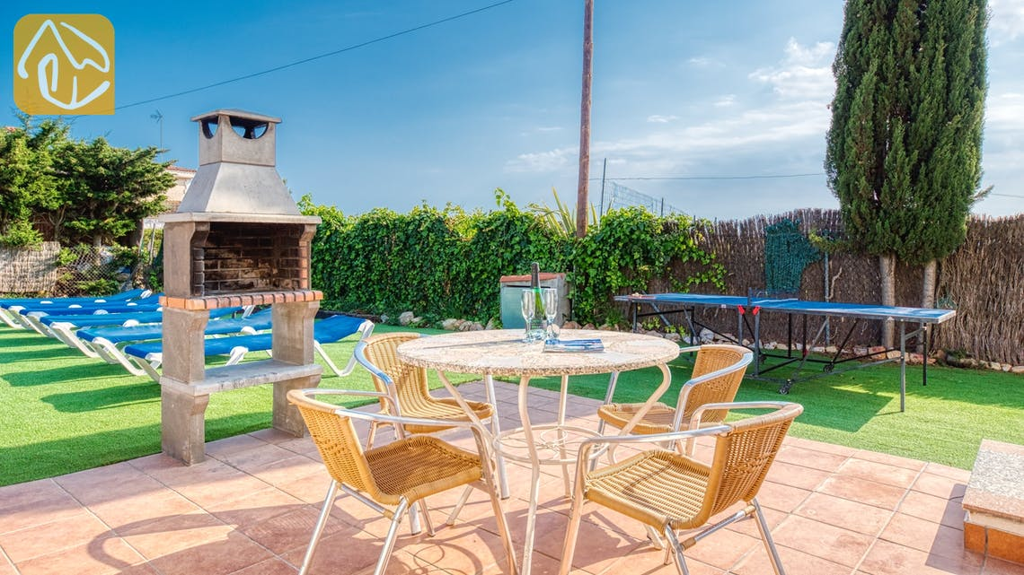 Holiday villas Costa Brava Spain - Villa Yara - BBQ Area