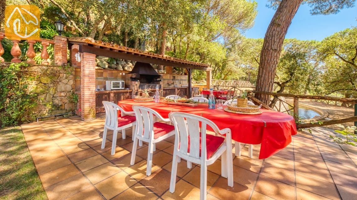 Holiday villas Costa Brava Spain - Villa Paradise - BBQ Area