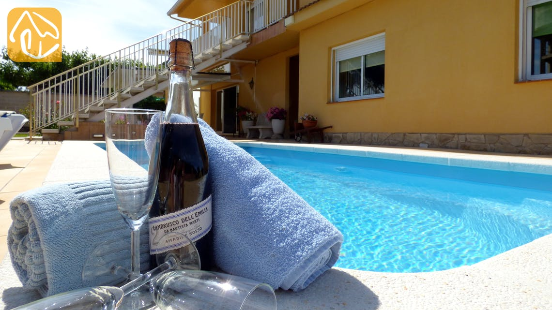 Holiday villas Costa Brava Countryside Spain - Villa Rafaella - Swimming pool