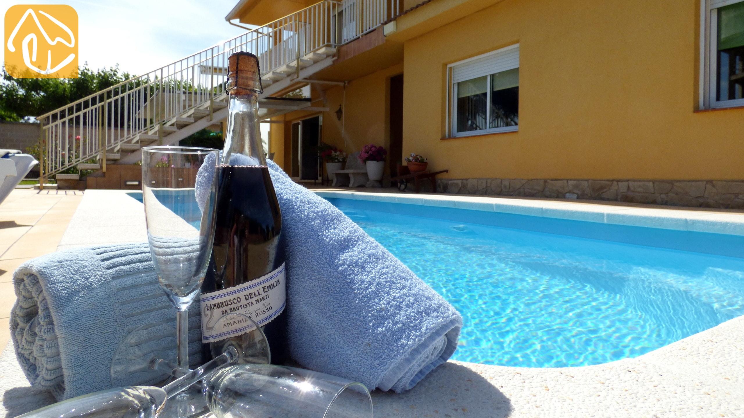 Ferienhäuser Costa Brava Spanien   Villa Rafaella   Schwimmbad