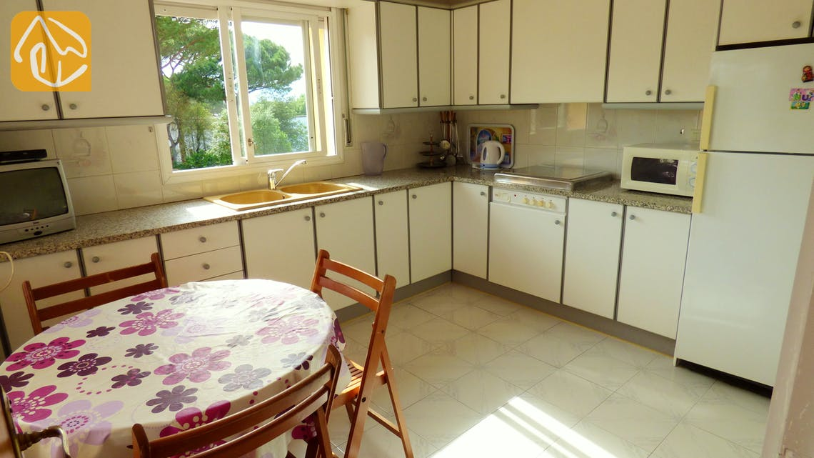 Holiday villas Costa Brava Spain - Villa Rafaella - Additional kitchen