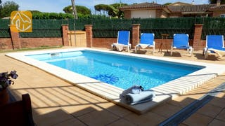 Holiday villas Costa Brava Spain - Villa Rafaella - Swimming pool