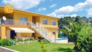 Holiday villas Costa Brava Countryside Spain - Villa Rafaella - Villa outside