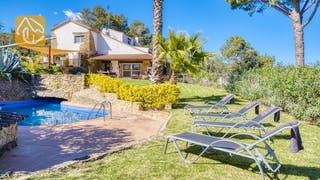 Holiday villas Costa Brava Countryside Spain - Villa Racoon - Sunbeds