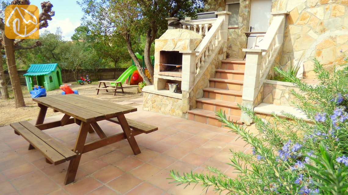 Holiday villas Costa Brava Spain - Villa Zarah - BBQ Area