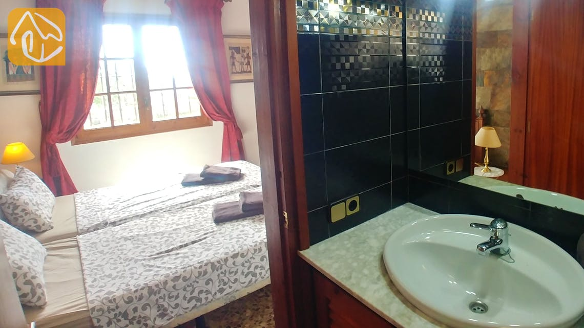 Holiday villas Costa Brava Spain - Villa Tiara - En-suite bathroom