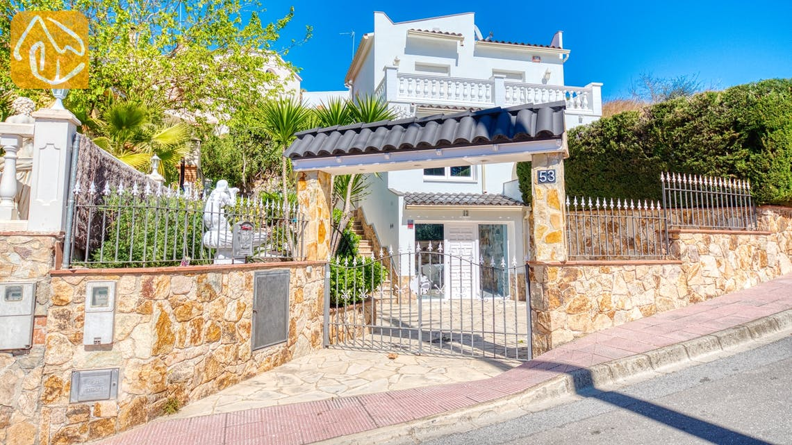 Holiday villas Costa Brava Spain - Villa Maxima - Street view arrival at property