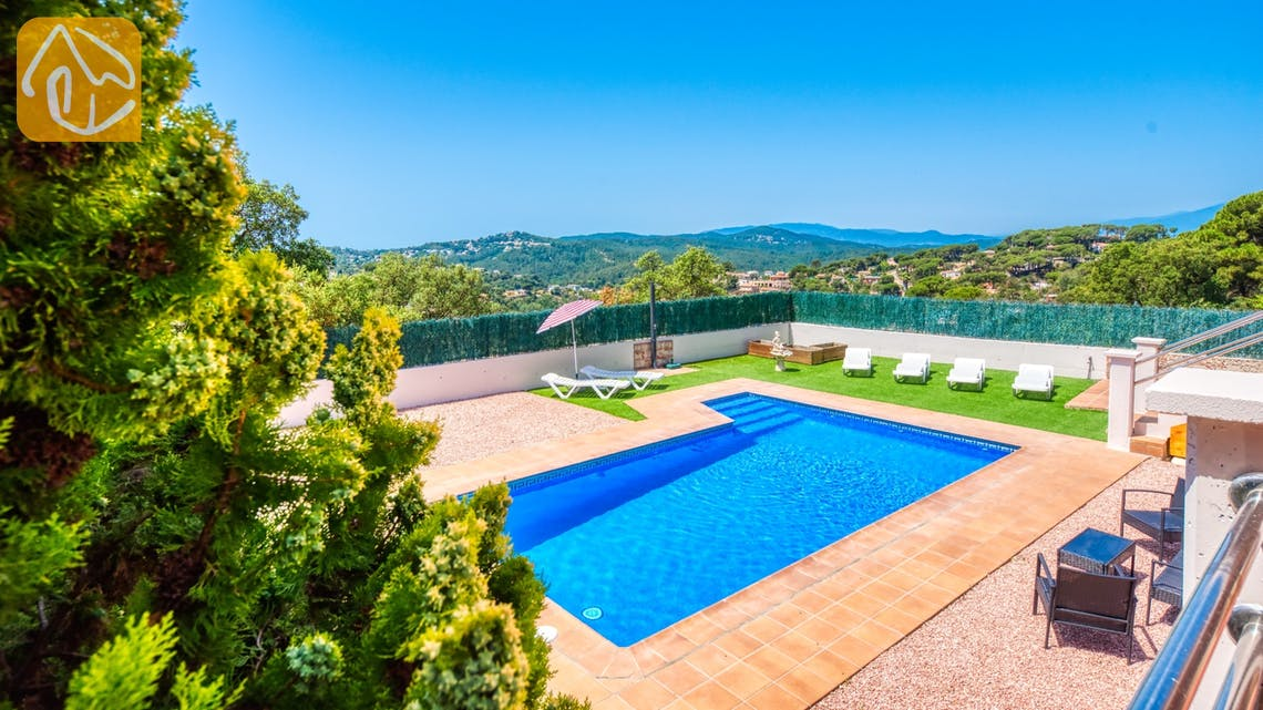 Holiday villas Costa Brava Spain - Villa Dominique - Sunbeds