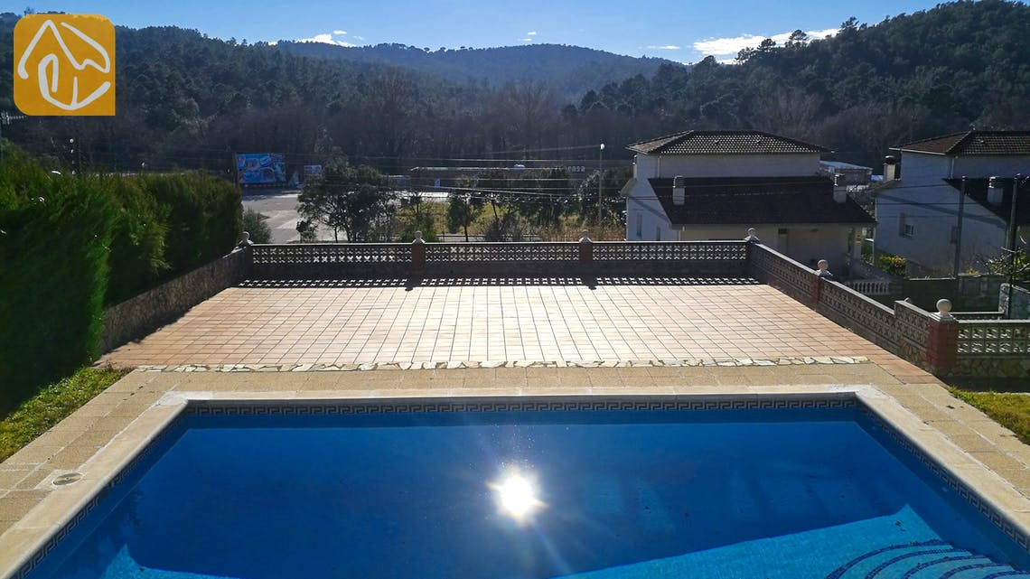 Holiday villas Costa Brava Spain - Villa Cristal - Swimming pool