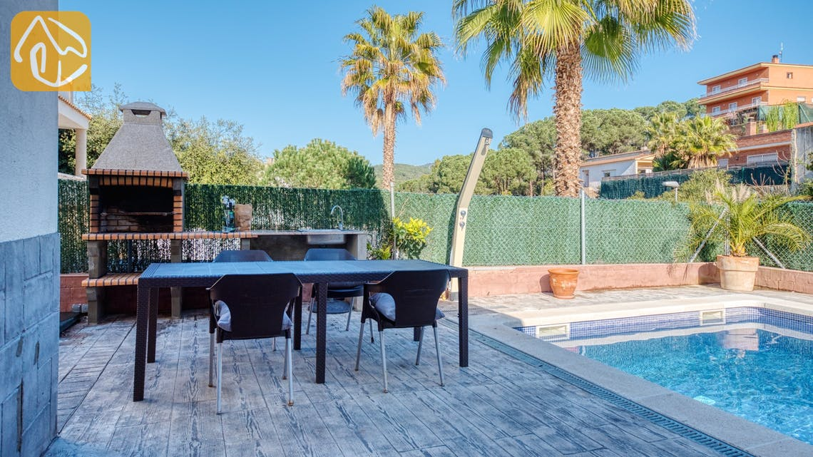 Holiday villas Costa Brava Spain - Villa Zarita - BBQ Area