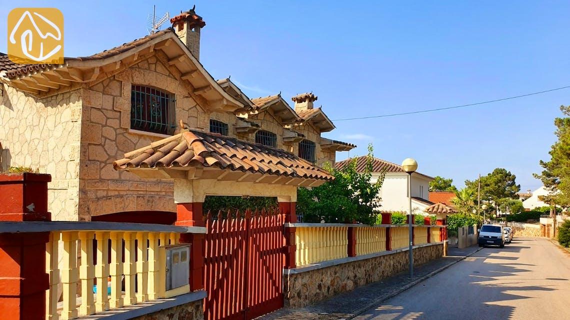 Casas de vacaciones Costa Brava España - Villa Janet - Street view arrival at property