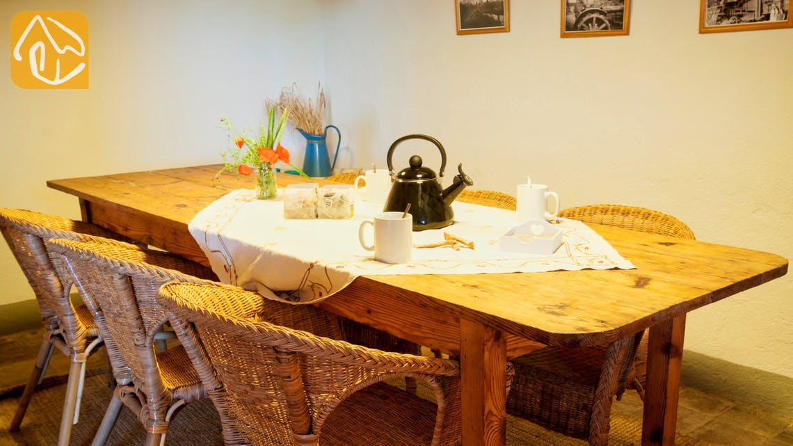 Holiday villas Costa Brava Spain - Can Amarillo - Dining room