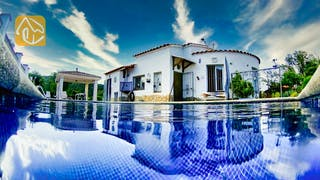 Holiday villas Costa Brava Spain - Villa La Flor - Swimming pool
