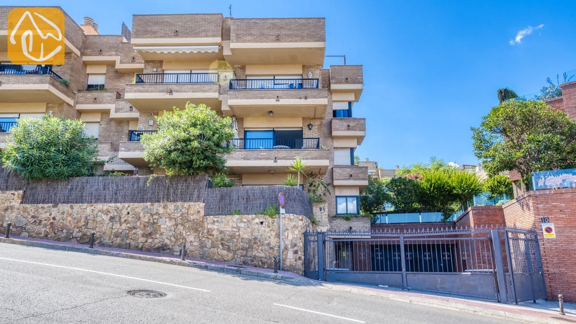 Ferienhäuser Costa Brava Spanien - Apartment Monaco - Street view arrival at property
